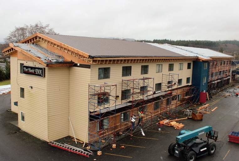 Roof of Kwa'lilas Hotel nears completion at the end of February 2016