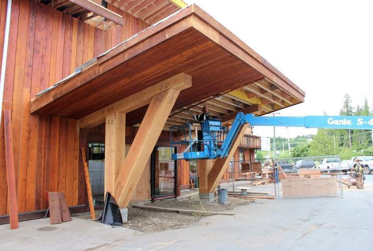 Cedar is installed at the grand entrance of Kwa'lilas Hotel.